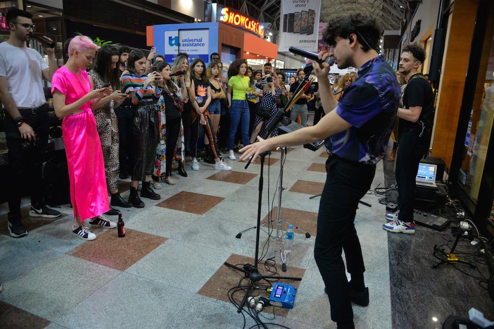 Show en vivo de Valdes en Trendy Day en Córdoba Shopping.