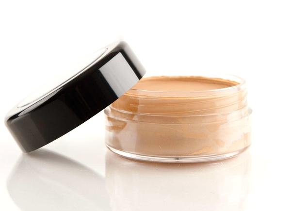 Resultado de imagen para base maquillaje en crema