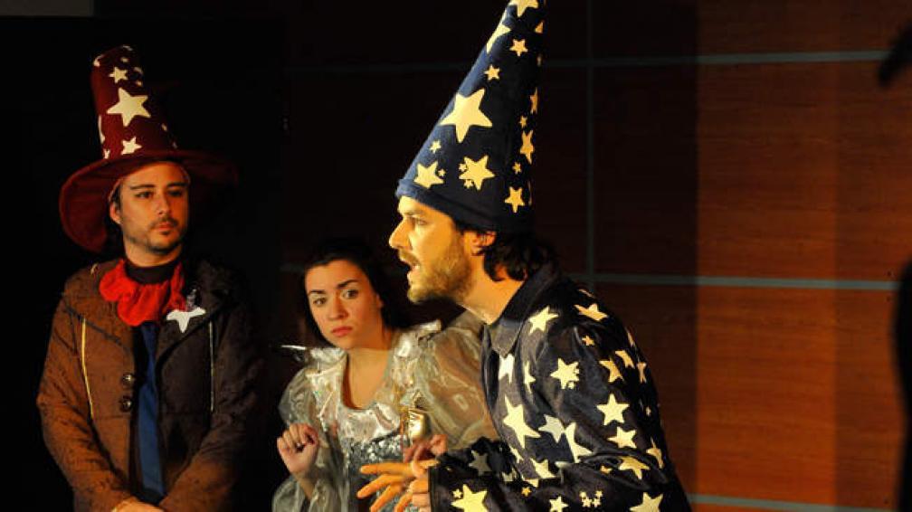 'El desenredador de estrellas' está basada en un cuento de Oscar Salas. La obra estrena el domingo a las 18.30.