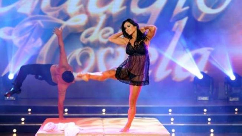 "ADABEL GUERRERO, una performance sexy junto a ""Whity""."