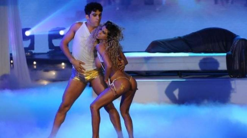 CINTHIA FERNANDEZ, desnudo y polémica.