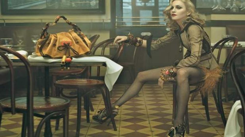 DAMA LOUIS VUITTON. En 2008, Madonna protagonizó una campaña que despertó criticas de todo tipo. El responsable, Steven Meisel