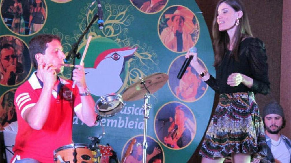 BOSSAMBAR. Llegan desde Brasil con la cantante Angela Lopes.
