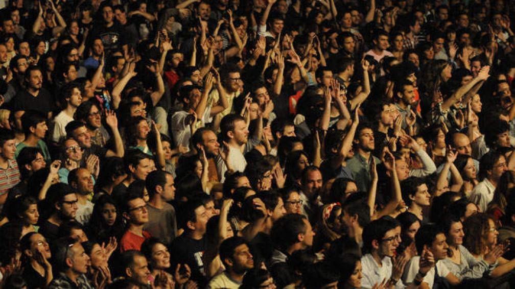 CAFÉ TACVBA. La banda deleitó a 1500 personas en la Plaza de la Música. Fotos: Facundo Luque.
