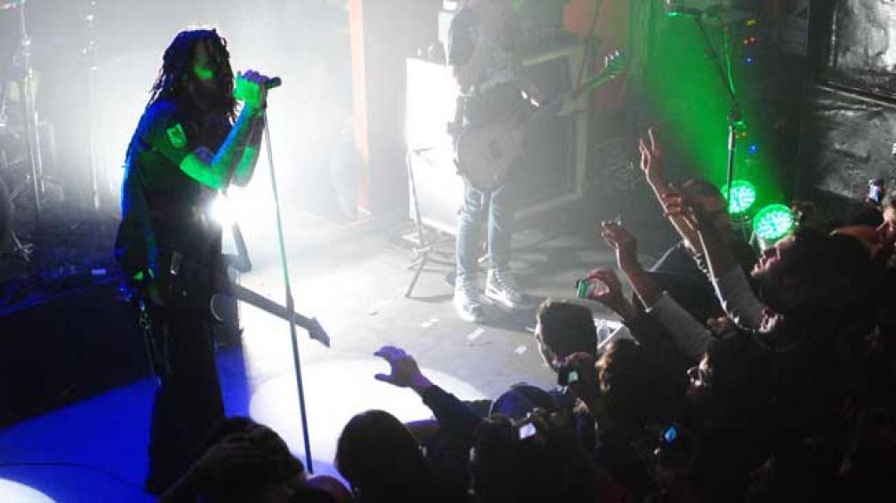HEAD. El ex guitarrista de Korn demostró su poderío en el Roxy (foto gentileza García Bracamonte).