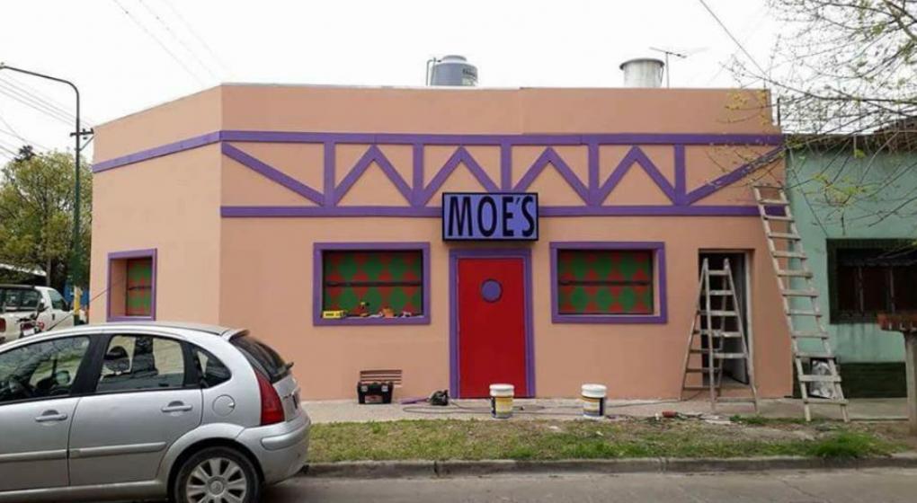 Los Simpson se mudaron: ¡Llegó a Ituzaingó el Bar de Moe!