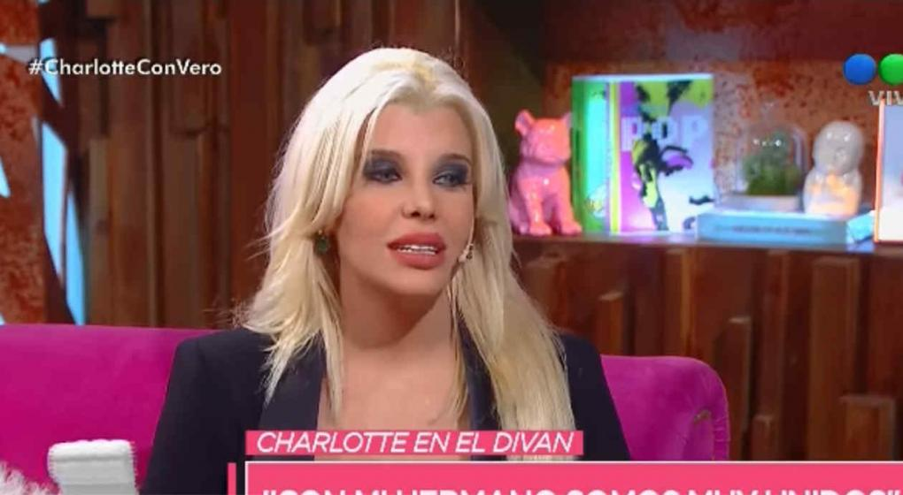 Reapareci charlotte caniggia y defendi sus cirug as no for Divan quien fuera el