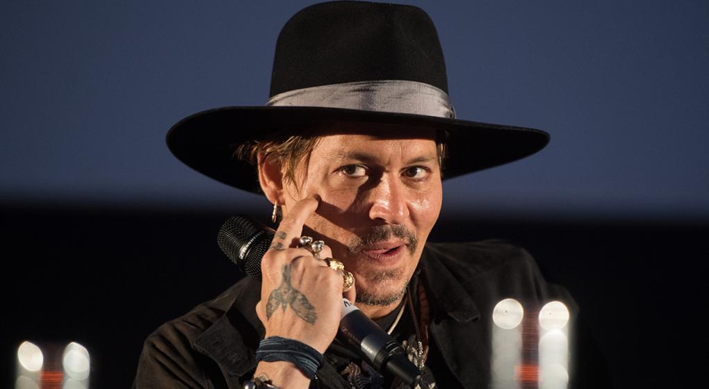 Johnny Depp se disculpó públicamente por su broma sobre asesinar a Trump