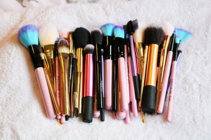 Guía práctica de pinceles y brochas para maquillarte en casa
