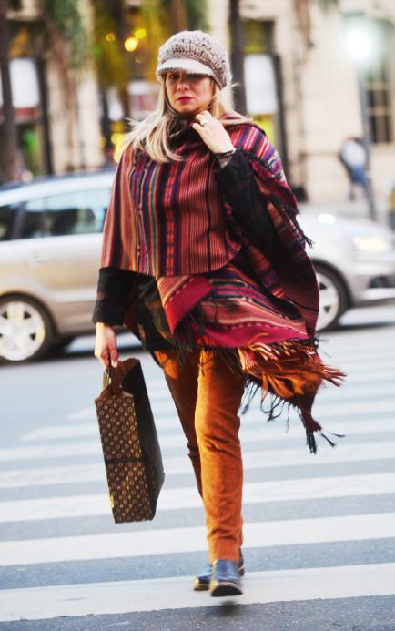 El street style cordobés: arrancó la temporada de ponchos