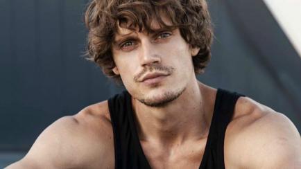 El modelo que enamora en el videoclip de Jimena Barón