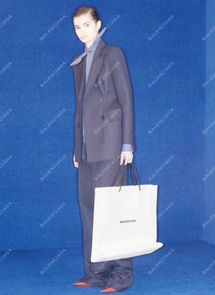 Parece una bolsa de papel pero es el bolso más vendido