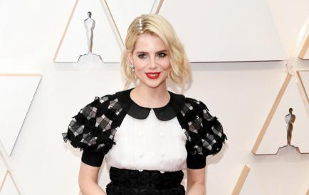Perlas en la cabeza: el llamativo peinado de Lucy Boynton en los Oscar
