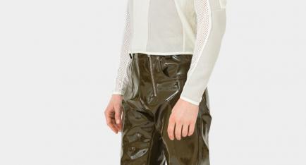El pantalón para hombre que llama la atención en las redes