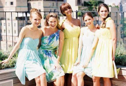 ¿Cómo vestirse para una boda de día?