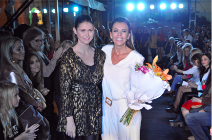 El showroom éxito reabrió su local de Valle Escondido con desfile, famosos y más
