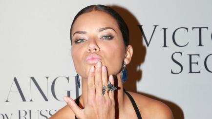 Una top model brasileña anuncia que no se desnudará más por causas vacías