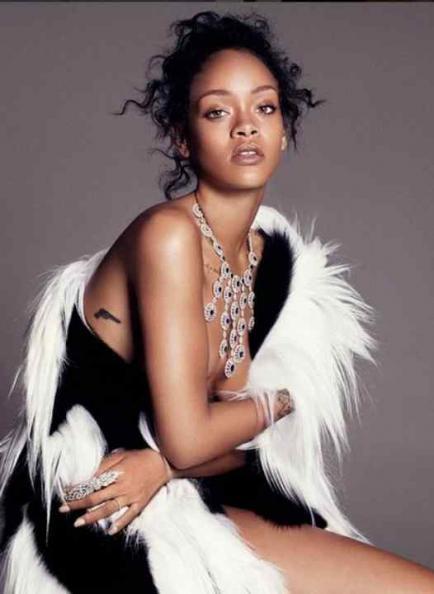 Rihanna ahora va por las joyas