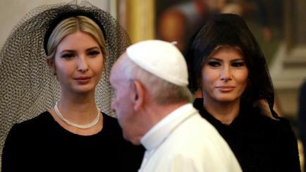 De negro y con mantilla: los looks de Melania e Ivanka Trump frente al Papa