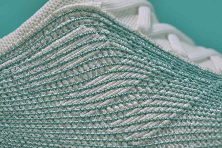 Mirá esta zapatilla hecha con basura reciclada del océano