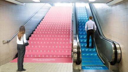 Genial: una campaña en el subte que ilustra la desigualdad de género