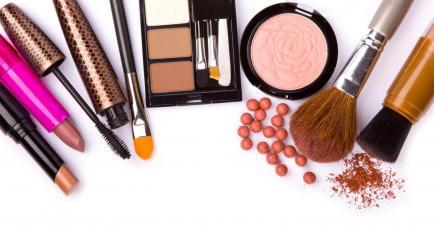 Cómo maquillarte y qué tener en tu portacosméticos (con precios)