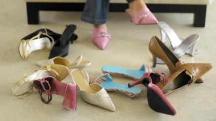 ¿Te molestan los zapatos? Técnicas caseras para estirar calzados de cuero
