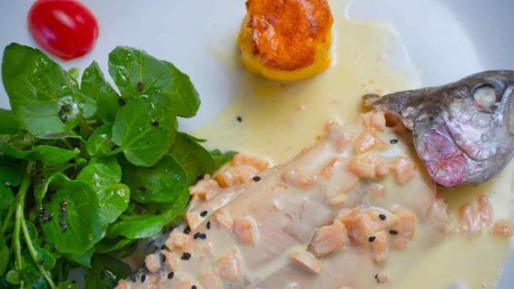 Trucha al vermú blanco, de la chef Lucía Galvagno, de La Tramontana.