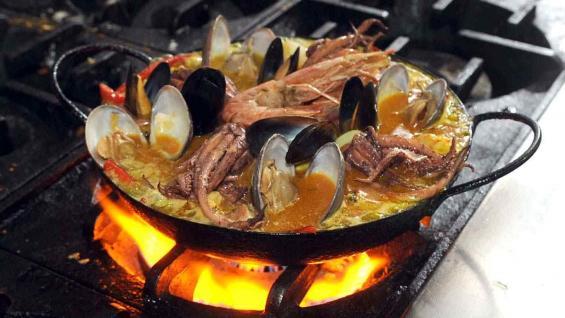 Paella de pescados y mariscos, de los chefs Gabino y Francisco Escribano, de El Celta Restaurante.