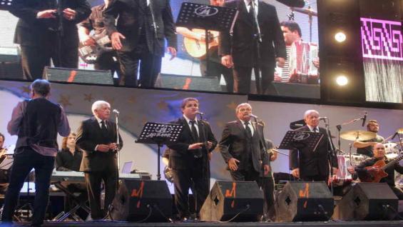 Los Cuatro de Córdoba junto a la Filarmónica del Festival. (foto La Voz del Interior).