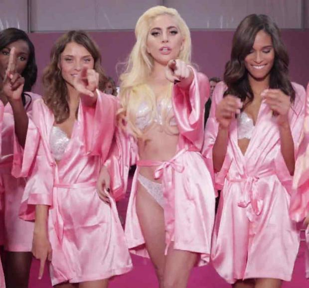 Los ángeles de Lady Gaga: un hit cantado en lencería