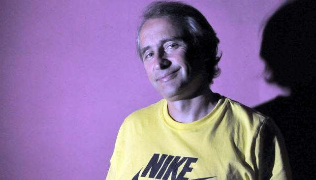 Héctor Baldassi prepara su monólogo autoreeferencial. Este domingo debuta en el stand up.