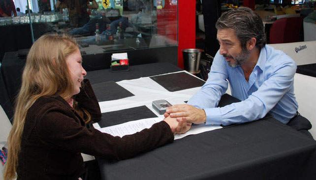 Darín junto a Clara Yazmín Sepúlveda, ganadora del concurso de ADEPA.
