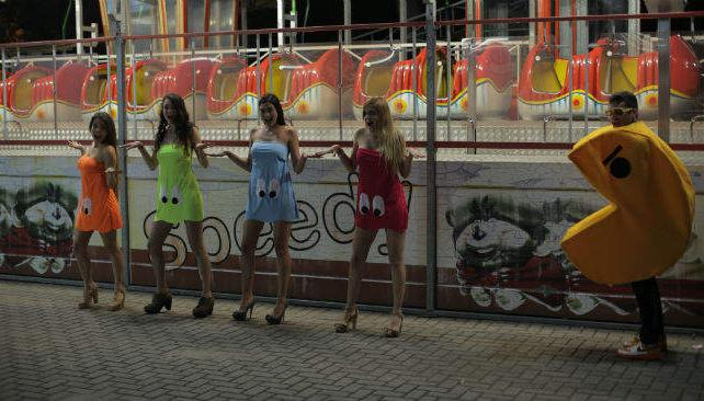 El videoclip del tema 'Take that pill' se filmó en el Süper Park, entre otros lugares de Córdoba.
