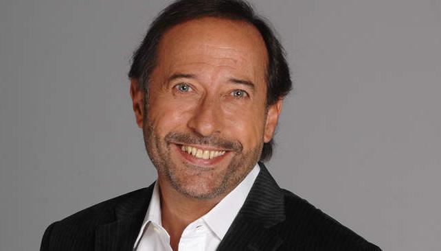 """En """"El hombre de tu vida"""", Hugo Bermúdez (Francella) es un viudo que trabaja de seducir mujeres por encargo."""