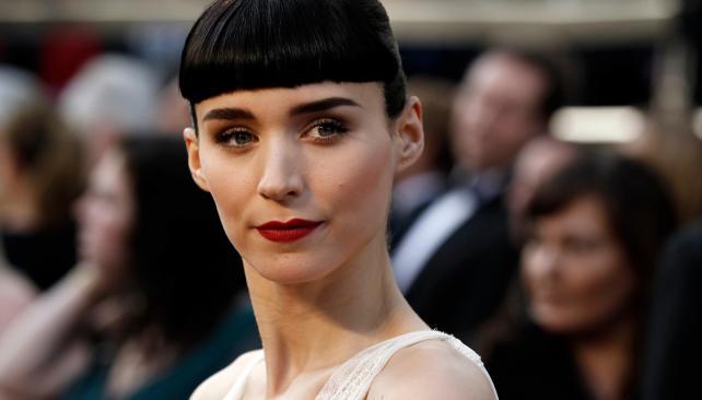 """Rooney Mara, con un look similar al de su papel en """"La chica del dragón tatuado""""."""