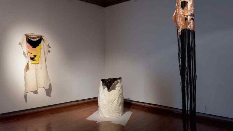 En el arte contemporáneo, el textil intensifica su presencia.