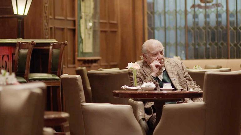 Los premios Estampa de Buenos Aires, que se entregan en Villa Devoto, se llevan buena parte del filme de Néstor Frenkel.