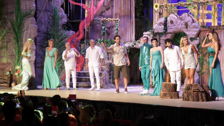 En escena. Polino acompaña en la obra a Peter Alfonso, Carolina Papaleo y Sol Pérez, entre otros. (La Voz)
