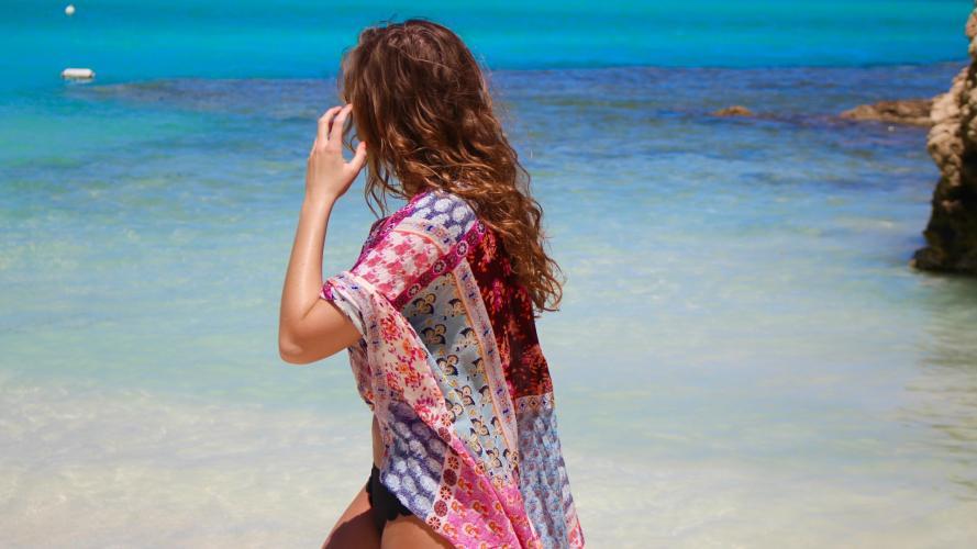 Famosas: Los kimonos y las camisolas son el aliado del verano 2018