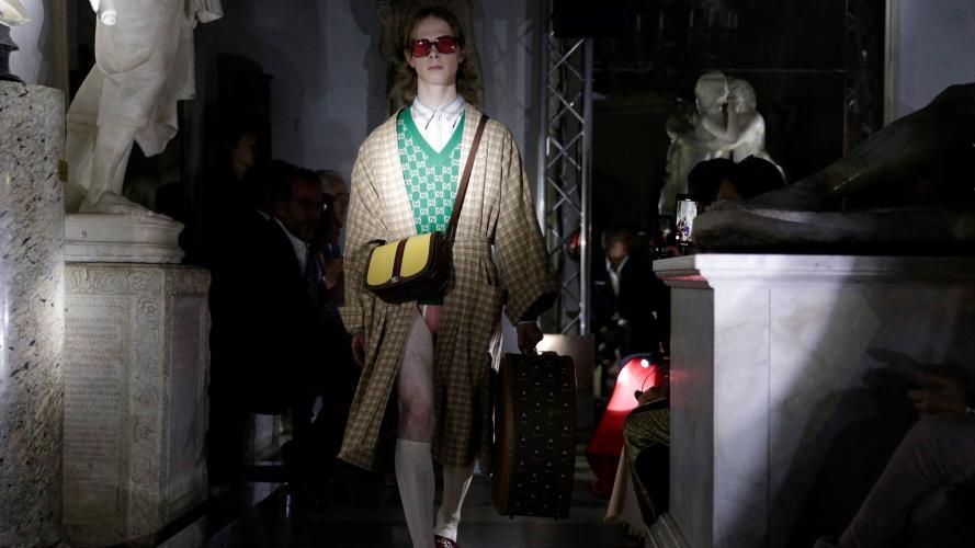 Brillo, estampa y color: los diseños de Gucci en su desfile Crucero 2020