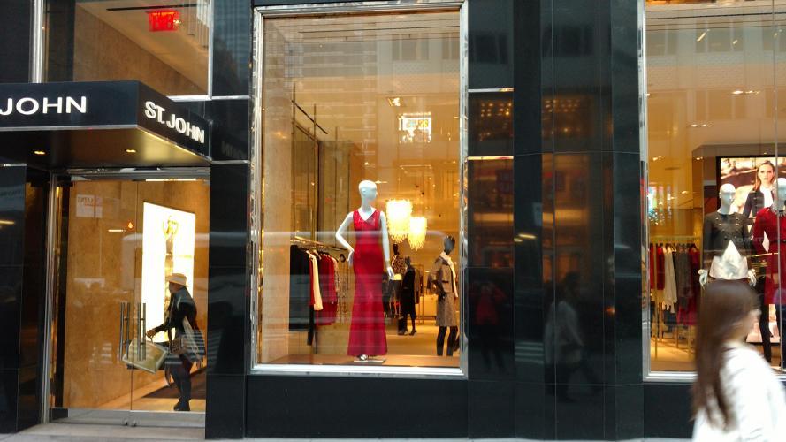Tomate 5 minutos y mirá cómo lucen las vidrieras en Nueva York