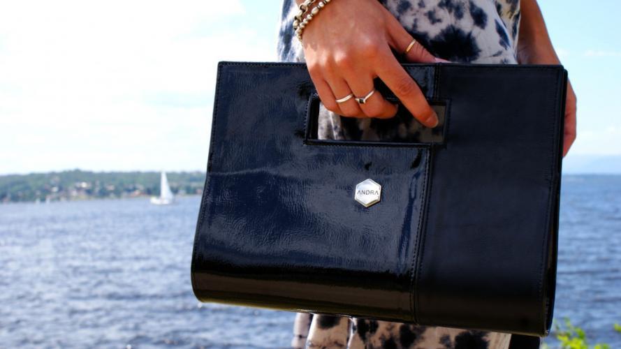 Andra presenta sus nuevas carteras y sobres, con precios muy tentadores