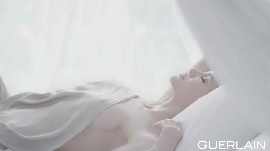 Angelina Jolie, protagonista de la campaña del nuevo perfume de Guerlain