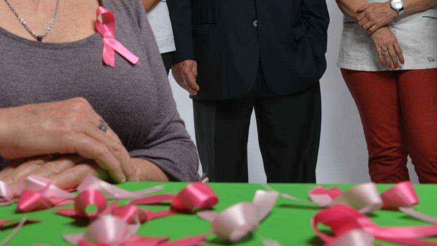 ¡No te cuelgues! Mamografía gratis e información para prevenir el cáncer de mama