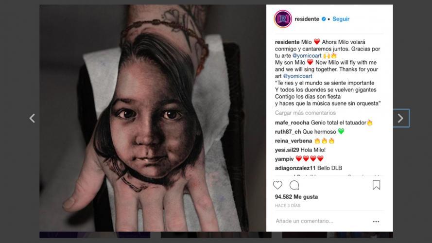René Pérez se tatuó la cara de su hijo en un lugar