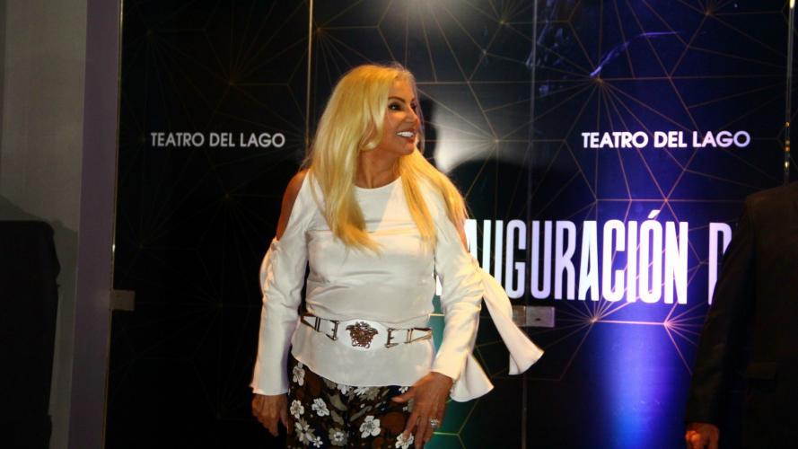 Pulgar para arriba: el look correcto de Susana en Carlos Paz
