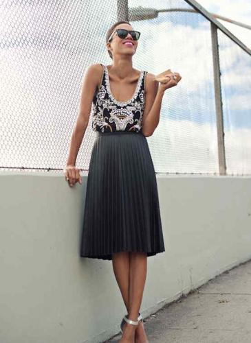Faldas Midi: femenina hasta las rodillas