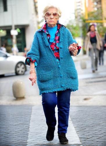 La calle está de moda: mucho color y mezcla de estampas y texturas