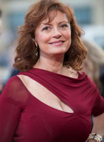 Alboroto por el escote de Susan Sarandon en Cannes: repasamos sus looks más atrevidos